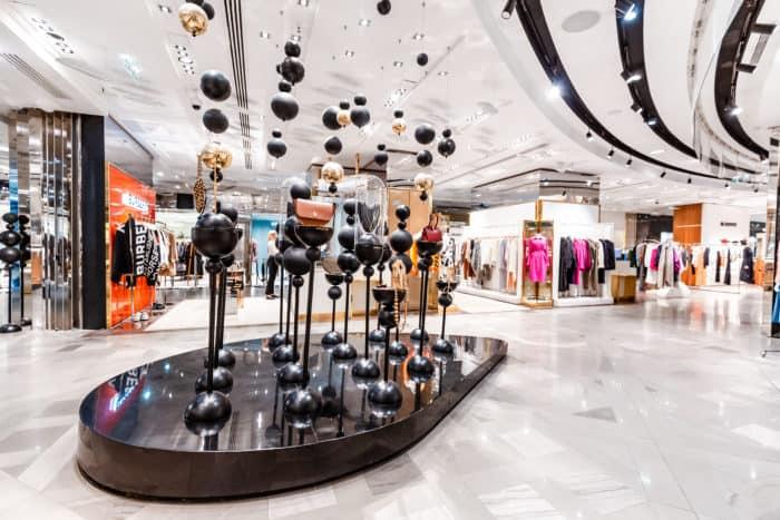 Entre achats 'on line' et nouveaux modes de consommation, quel avenir pour les centres commerciaux ?